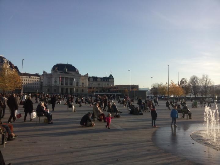 Sechseläutenplatz an einem November-Wochenende; Foto: Antonia Steger